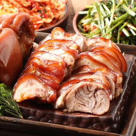 따뜻하고 쫄깃해서 최고 야식 마늘 무뼈족발 500g